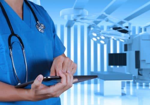 Avec l'informatisation des dossiers, la mutualisation des serveur de stockage, les équipements médicaux et les systèmes d'imagerie connectés, les centres médicaux sont confrontés à de gros volumes de données sur l'ensemble de son réseau.
